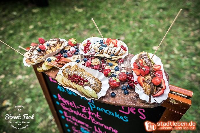 Pancake-Spieße mit frischem Obst