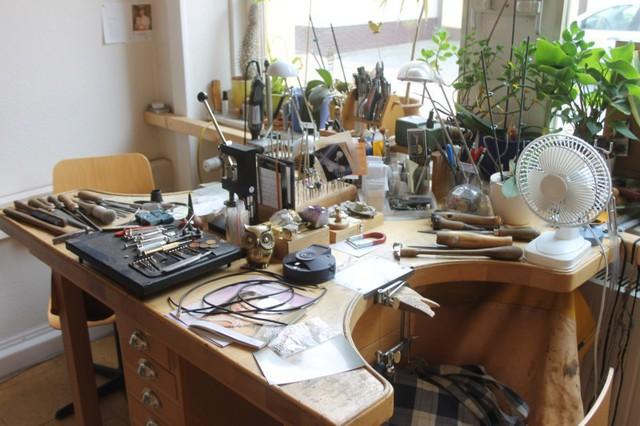 Goldschmied Sölbrandt, Werkstatt, Werktisch, Goldverarbeitung, Schmuckherstellung,Schmuck, Ringe, Qualität