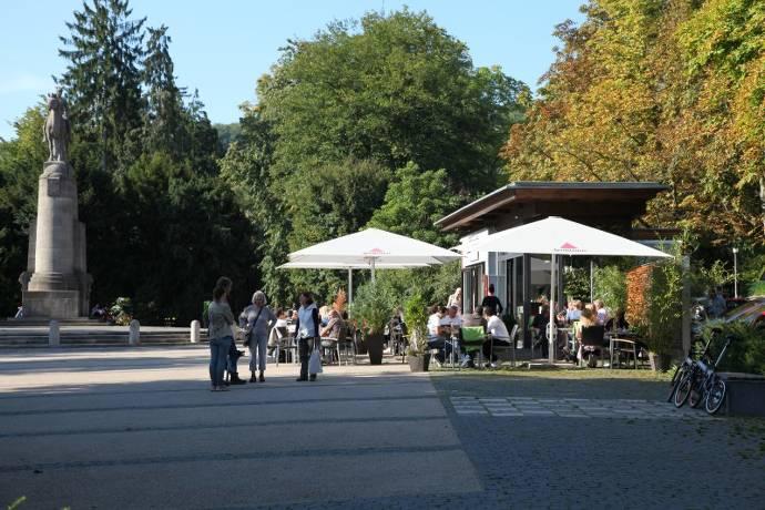 Denkmal, Kriegerdenkmal, Cafe Eden, Terrasse, Außengastronomie, Nerotal, Park