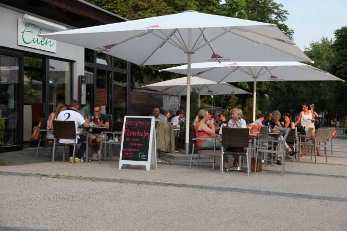 Cafe Eden, Terrasse, Außengastronomie, Nerotal, Park, Gäste