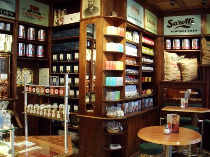 Der Wiener Kaffee, Sitzplätze, Kaffeehaus, Bestellservice, Kaffeebecher