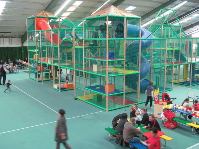 Indoor-Spielplatz, Kinder, Familien, Klettergerüst