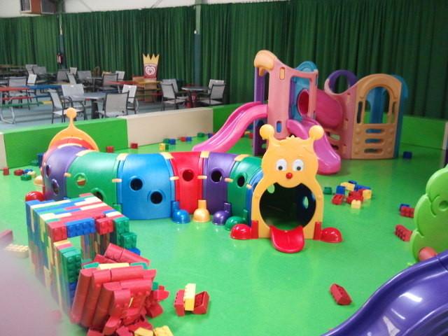 Indoor-Spielplatz, Kleinkinder, bunt, Raupe