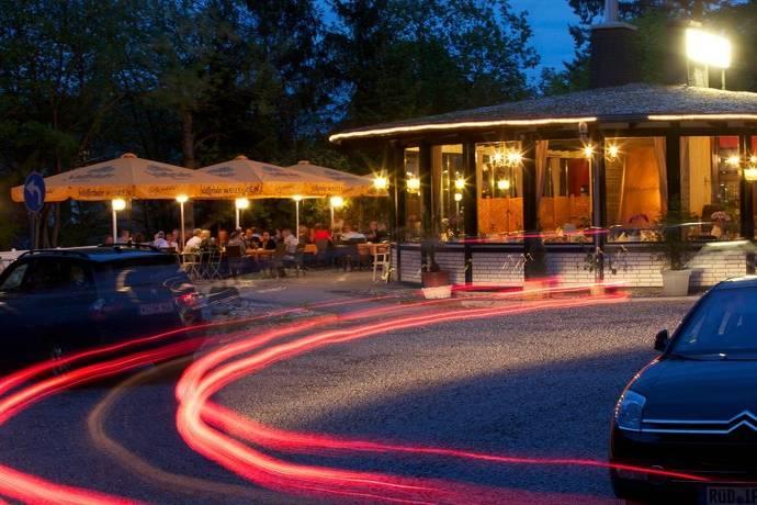 Außenansicht, Parkplatz, Restaurant, Biergarten, Außenbereich, Menschen