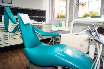 Behandlungsraum, Behandlungsstuhl, Zahnarzt