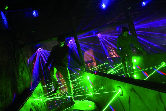 Indoor-Attraktion mit Laser-Hindernisstrecke