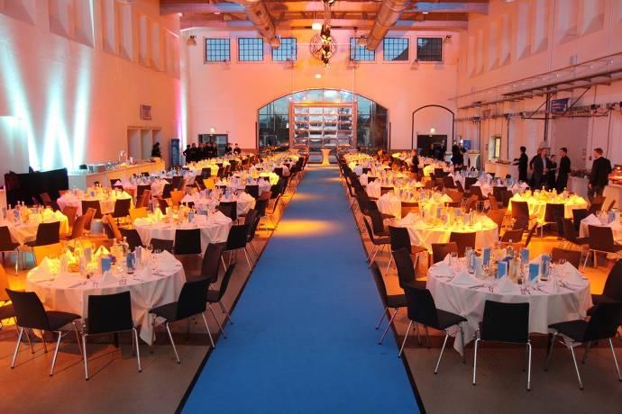 Messe Dresden, Halle, Messehalle, Veranstaltungsraum, Eventraum, Tische, Stühle