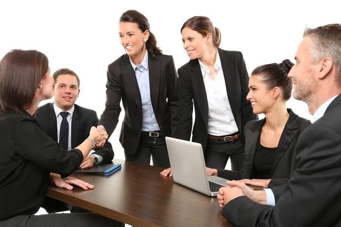 Meeting, Teilnehmer, Laptop, Begrüßung