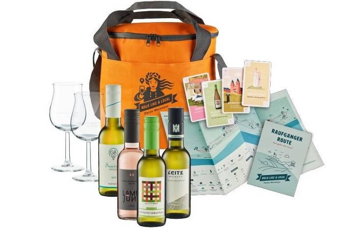 Kühltasche mit Wein, Gläsern, Karten