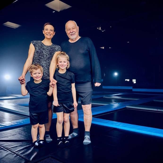 Familie im Tampolinpark Superfly Wiesbaden