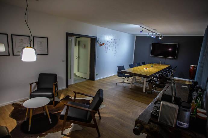 Meetingraum, Tagungsraum, Tisch