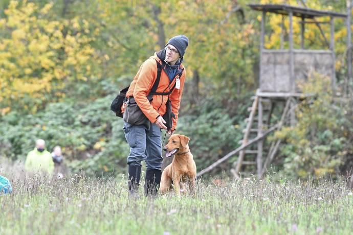 Boris und Hund am trainieren