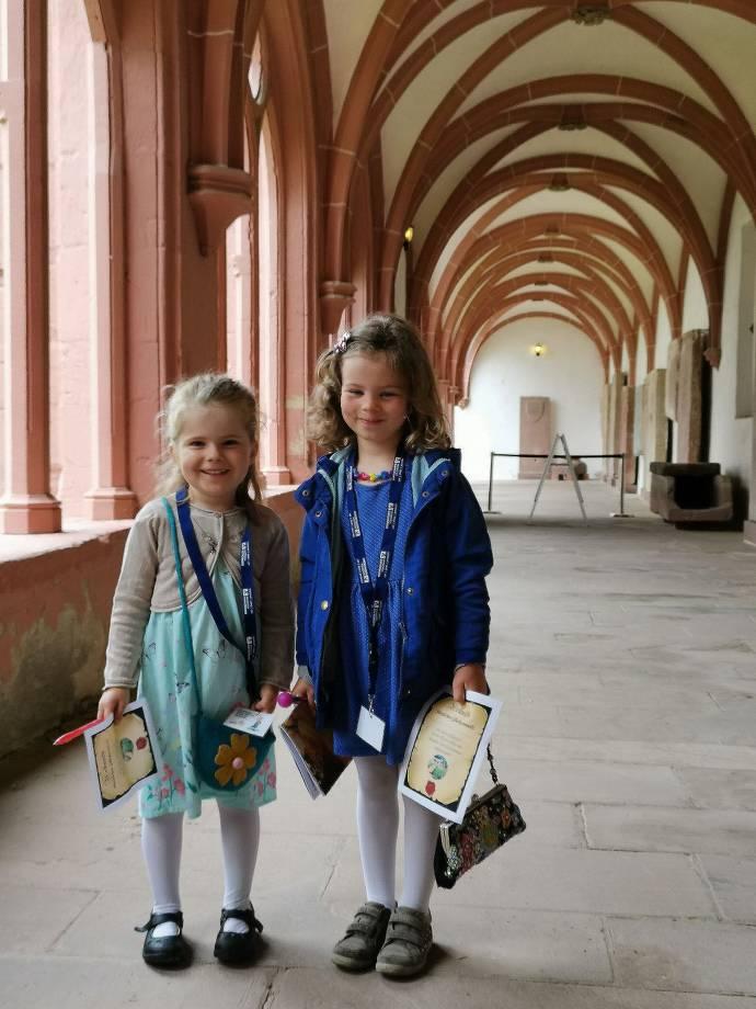 Kinder mit Urkunden-Rallye im Kloster Eberbach