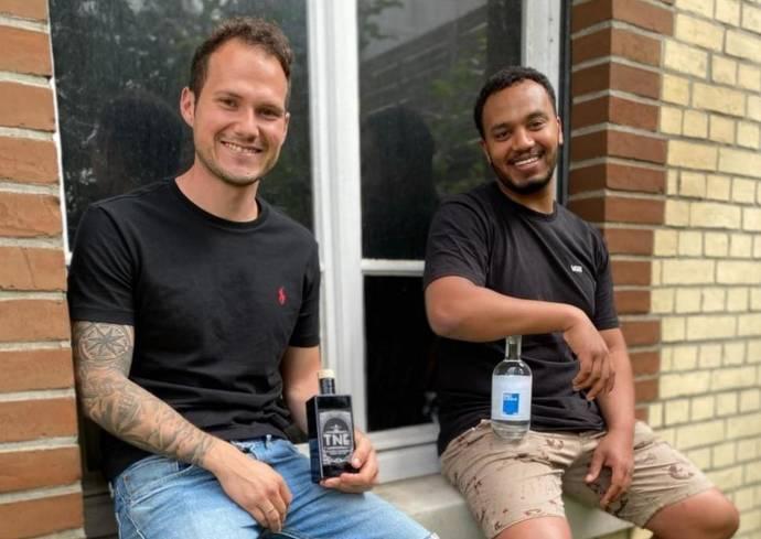 Jan Hankele (links) und Ayanssa Tsadik. Der dritte Gründer, Stefan A. Duvvuri, fehlt auf dem Bild.