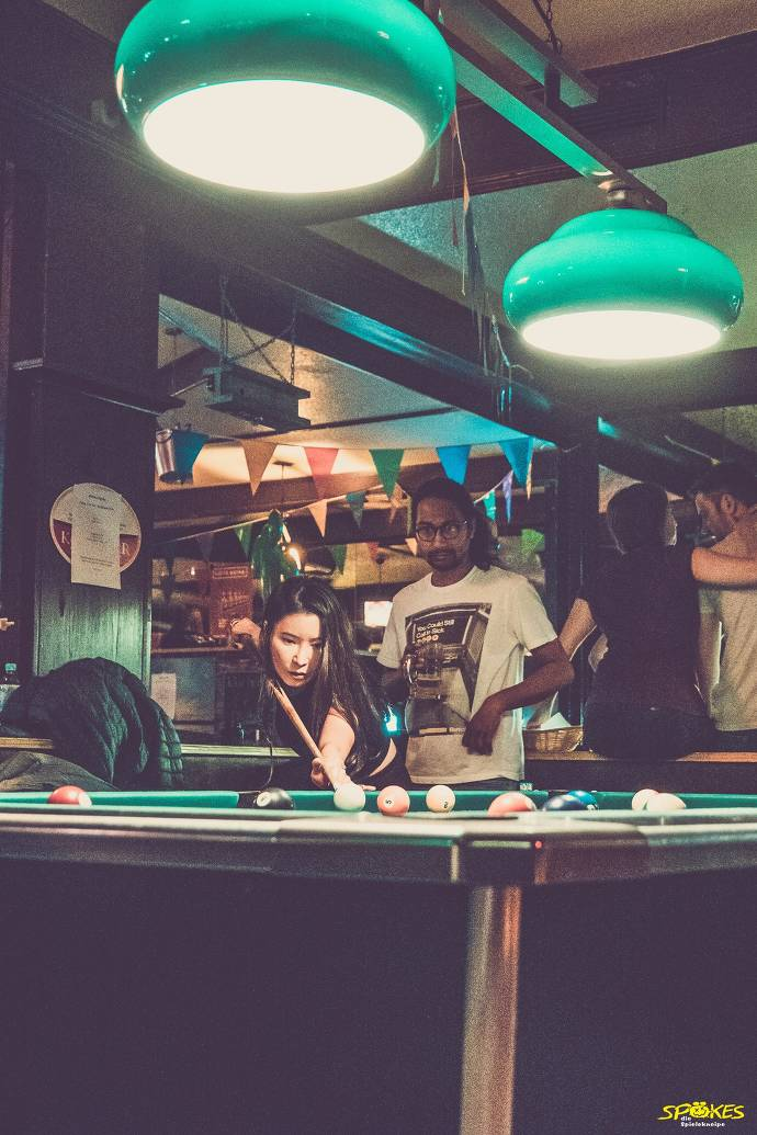 Billiard, Kneipe, Menschen