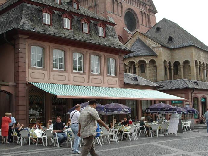 Aussenansicht des Dom-Café