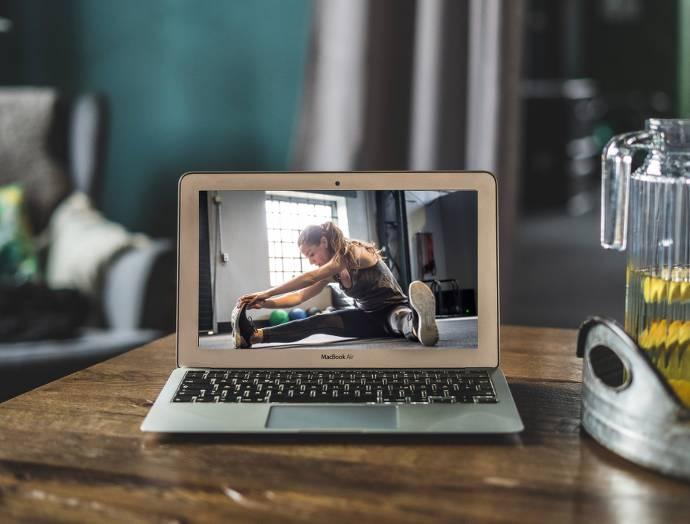 Laptop mit Trainingsprogramm