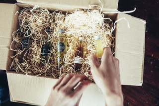 alkoholische Getränke, Paket, Karton, Glasflaschen