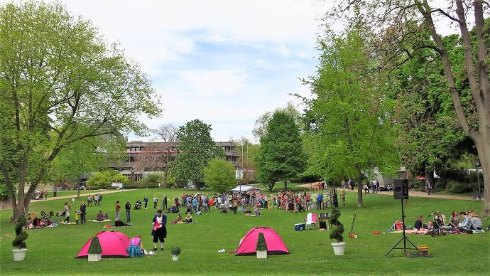 Kurpark, Wiesbaedn, Park, Menschen, Zelte, Veranstaltung