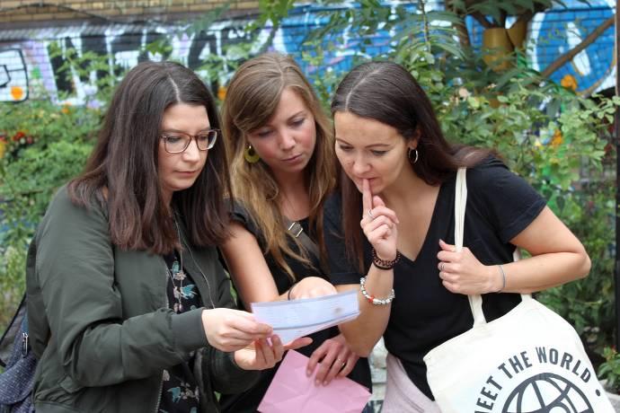 Gruppe, Frauen, Rätsel, Krimi-Tour, Innenstadt, Frankfurt