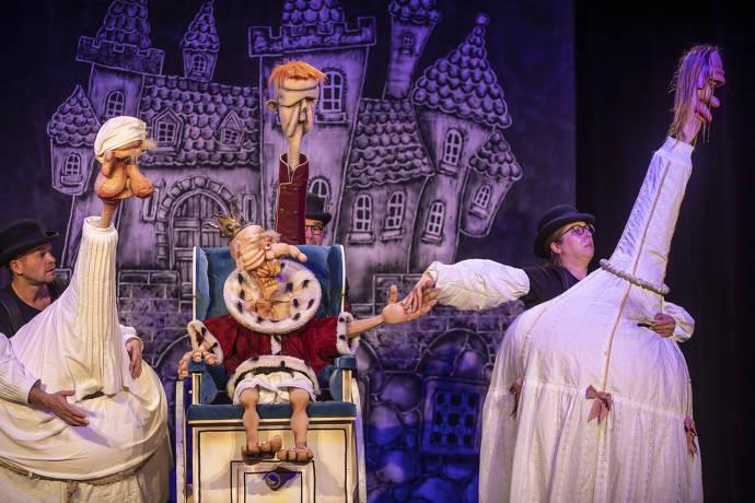 Schauspieler, Kostüme, Bühne, Puppen, Bühnenbild