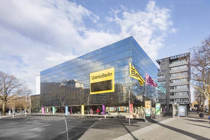 Gebäude, Außenansicht, Fassade, Fahnen, Berlin