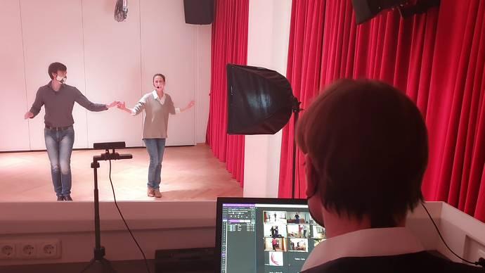 Tanzen mit Maske im Livestream