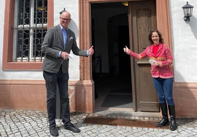 Martin Blach, Vorsitzender des Vorstandes der Stiftung Kloster Eberbach und Bianca le Meur, Leiterin Führungen, Klosterkasse und Abteimuseum
