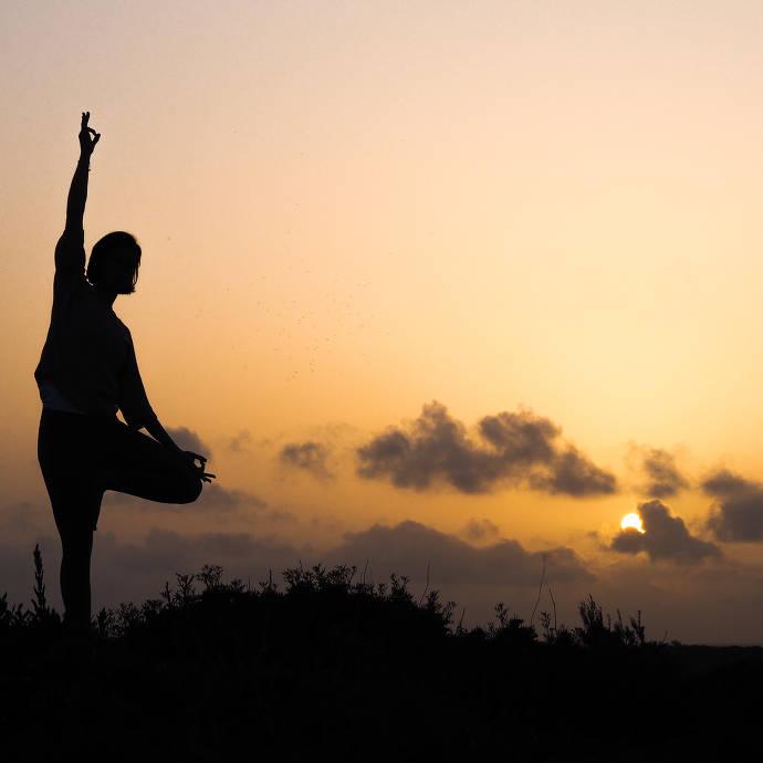 Yoga-Position im Abendrot