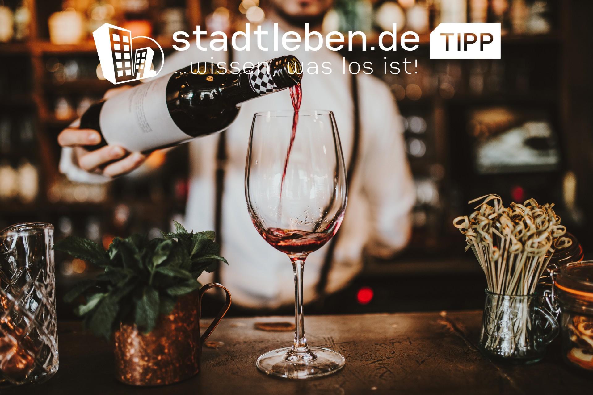 Weinglas, Weinflasche, Weingläser, Trauben, Kerzen, Location