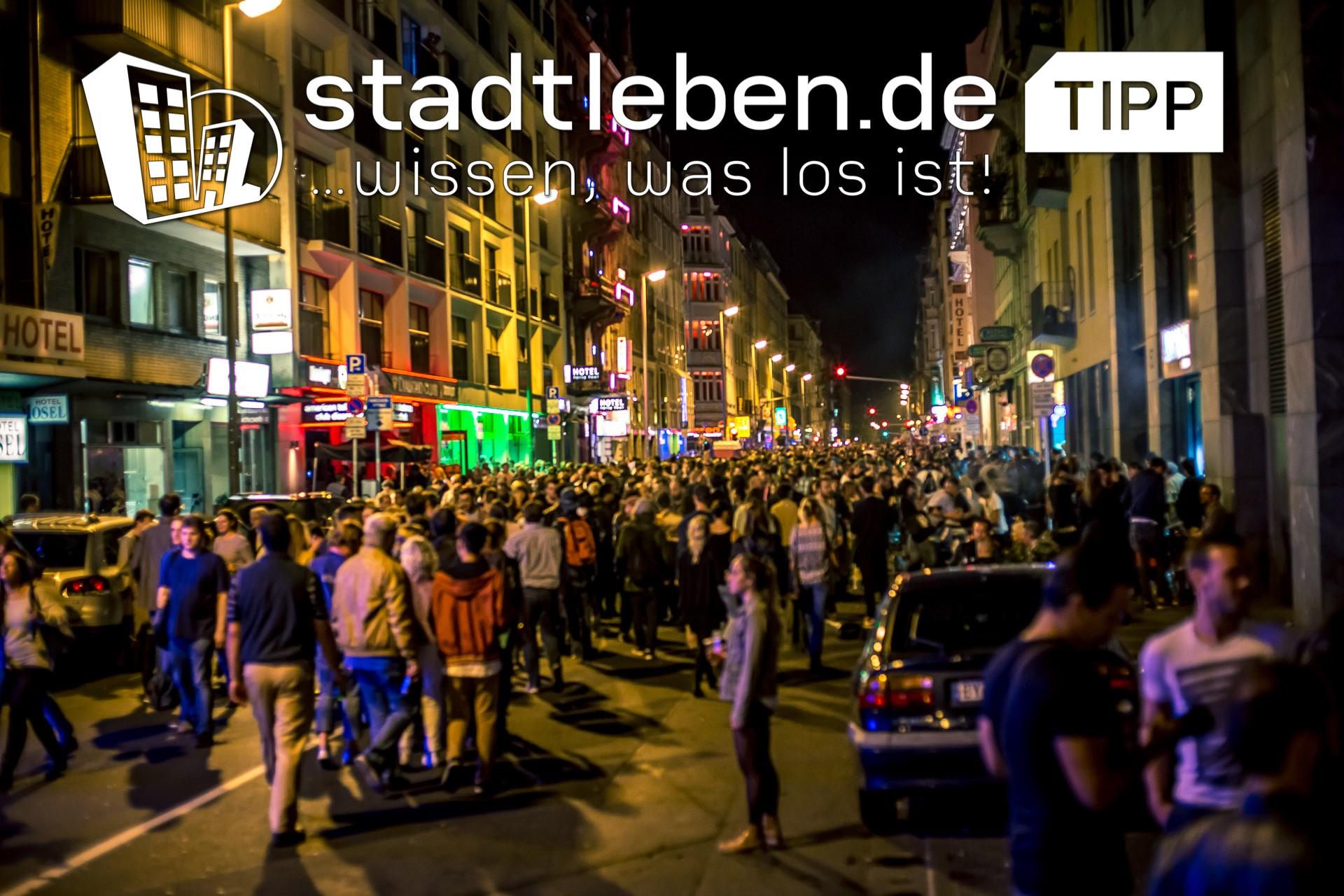 Menschen, Stadt, Nacht, Straße, Geschäfte, Autos