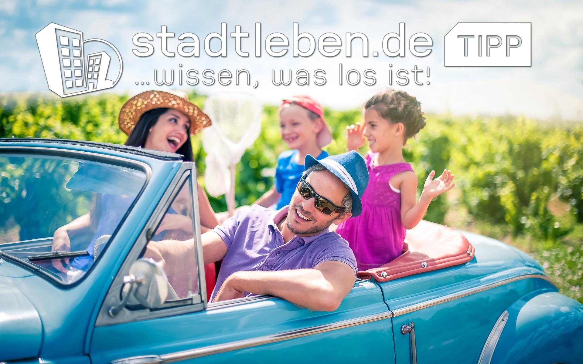 Cabrio, Vater, Mutter, Junge, Mädchen, Köcher, Urlaub, Auto, fahren, Ausflug, Familie, Kinder, Freizeit