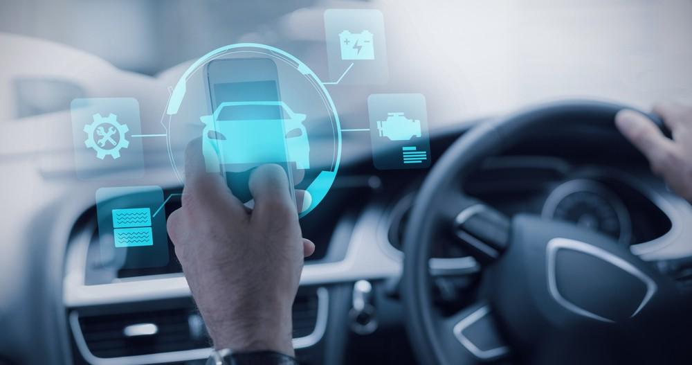 Voll vernetzt: In Zukunft fährt man in einem Auto nicht einfach nur von A nach B. Durch die Vernetzung stehen auch digitale Dienste zur Verfügung.