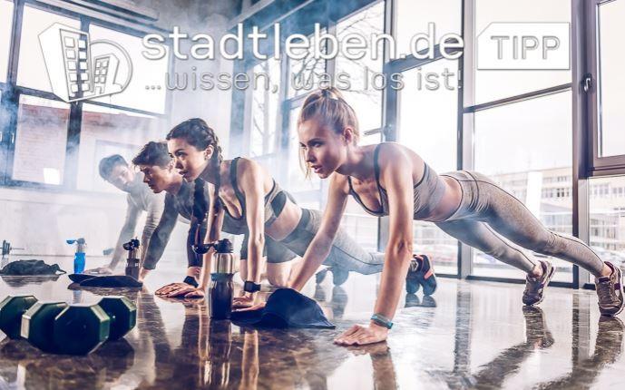 Fitnesstudio, Sport, Menschen, Übungen, Wasserflaschen