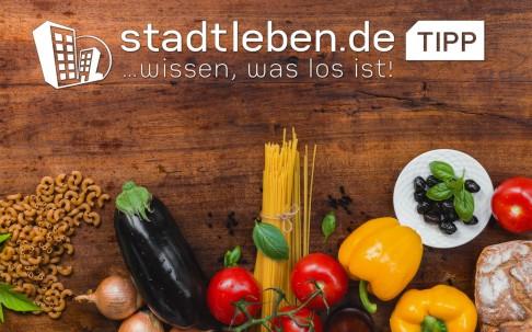 Gemüse, Spagetti-nudeln, Tomate, Paprika, Aubergine, Oliven, Zwiebel, Brot, rohe Nudeln, Basilikum