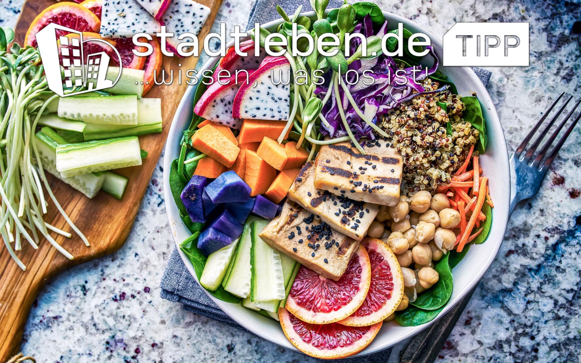 Gurke, Karotten, Kichererbse, Rotkohlsalat, Brot, Obst, Salat
