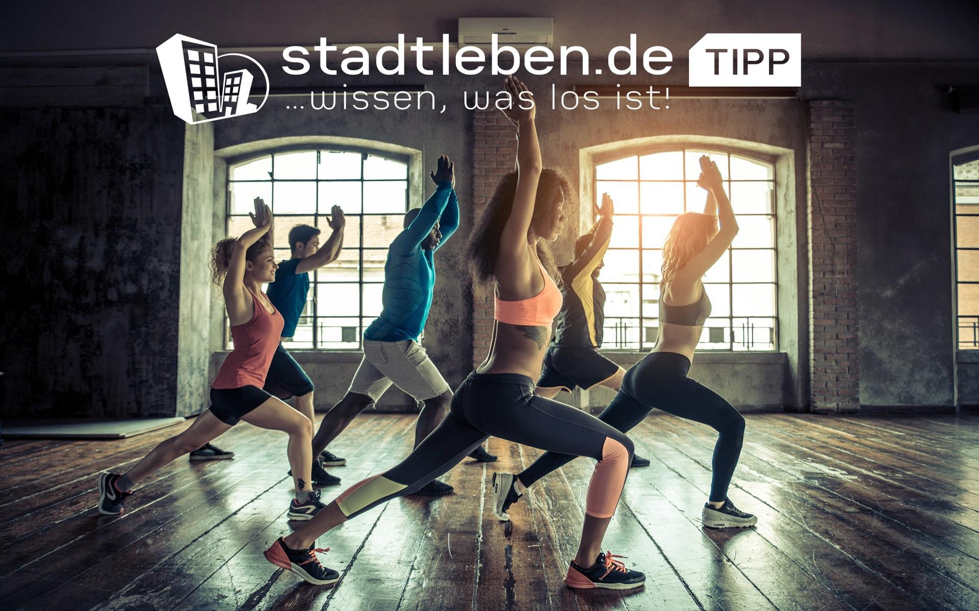 Fitnesscenter, Lokation, Sportbekleidung, Fitnessgeräte, Wasserflasche, Fitness