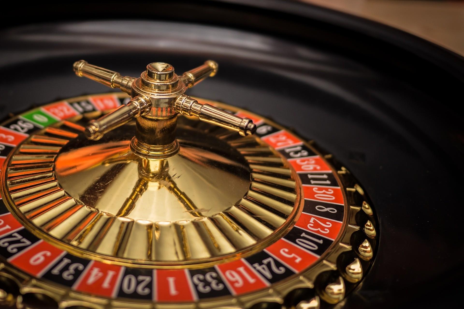 Spielen im Internet - Roulette, Online-Casinos und Co. Die Digitalisierung verändert seit vielen Jahren sämtliche Bereiche des alltäglichen Lebens.