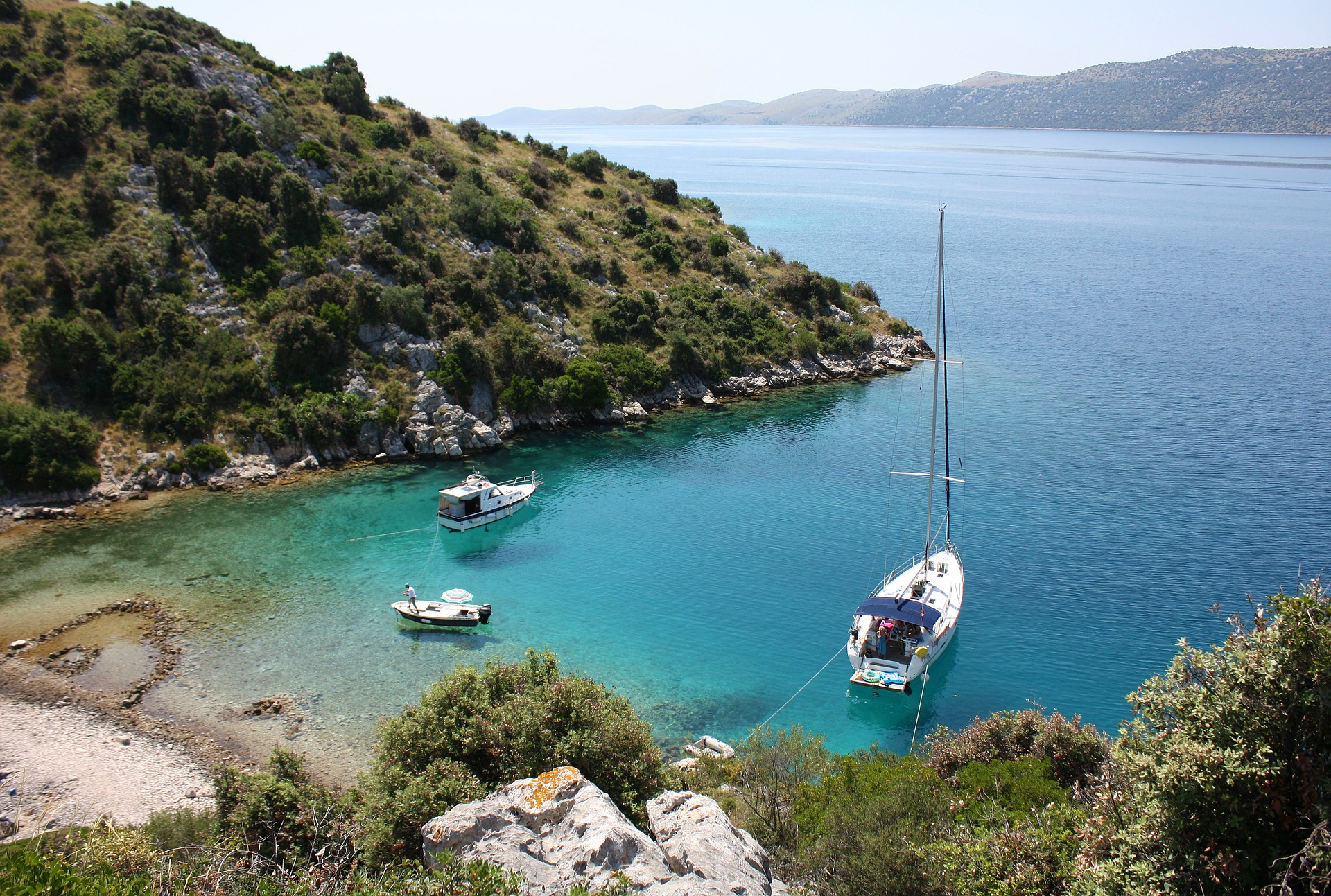 Glasklares Wasser, schöne Inseln. Kroatien mit dem Boot erkunden