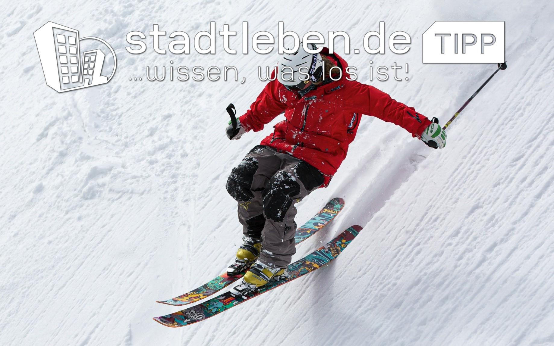 Schneehügel, Piste, Skifahrer