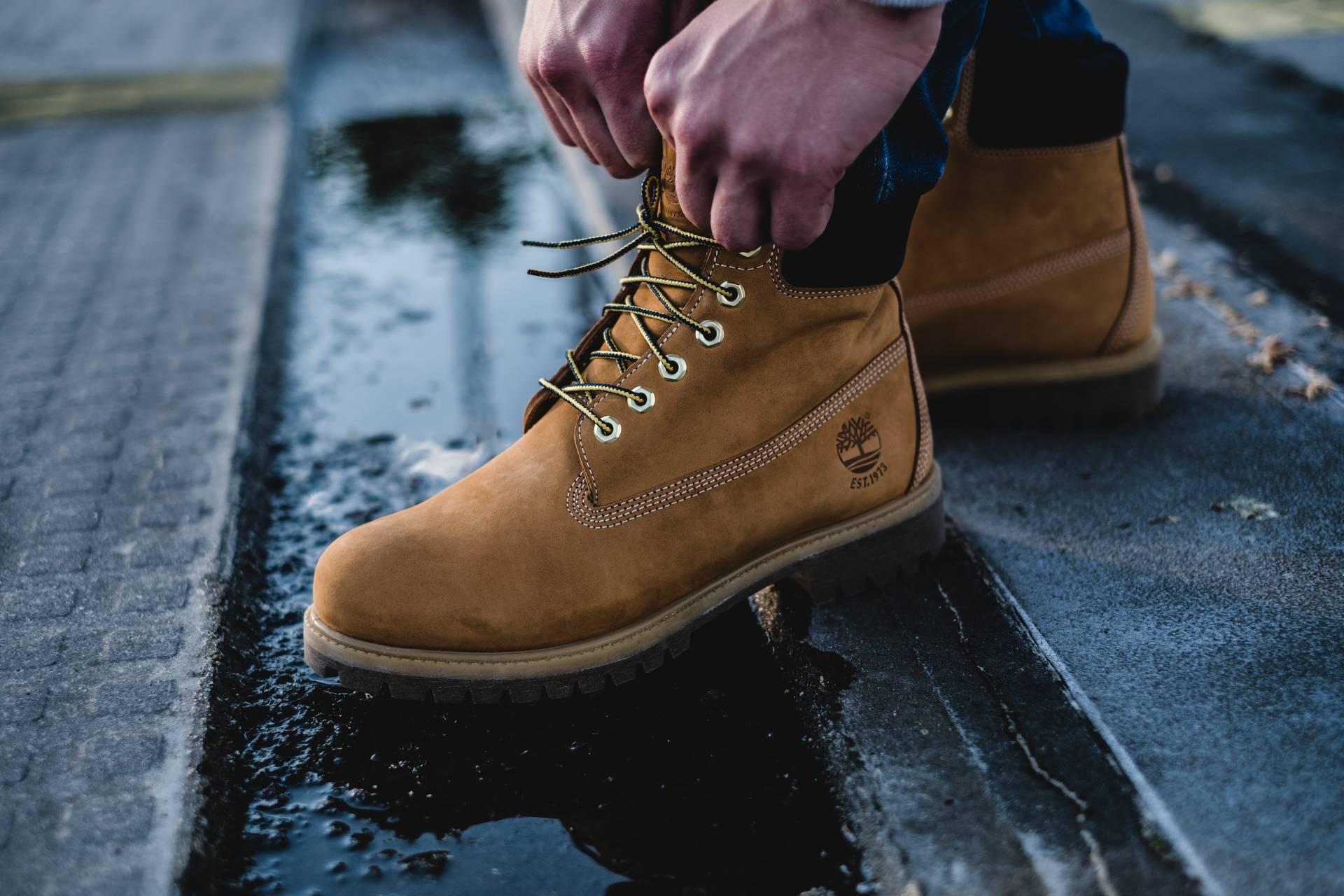Wer auf orthopädische oder sonstige Einlagen beim Tragen von Schuhen angewiesen ist, kann nicht einfach irgendwelche Modelle aus dem herkömmlichen Einzelhandel dafür verwenden