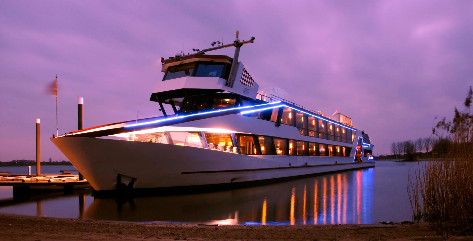 Jule Verne, Schiff, Wasser, Anlegestelle, Hafen, Abend