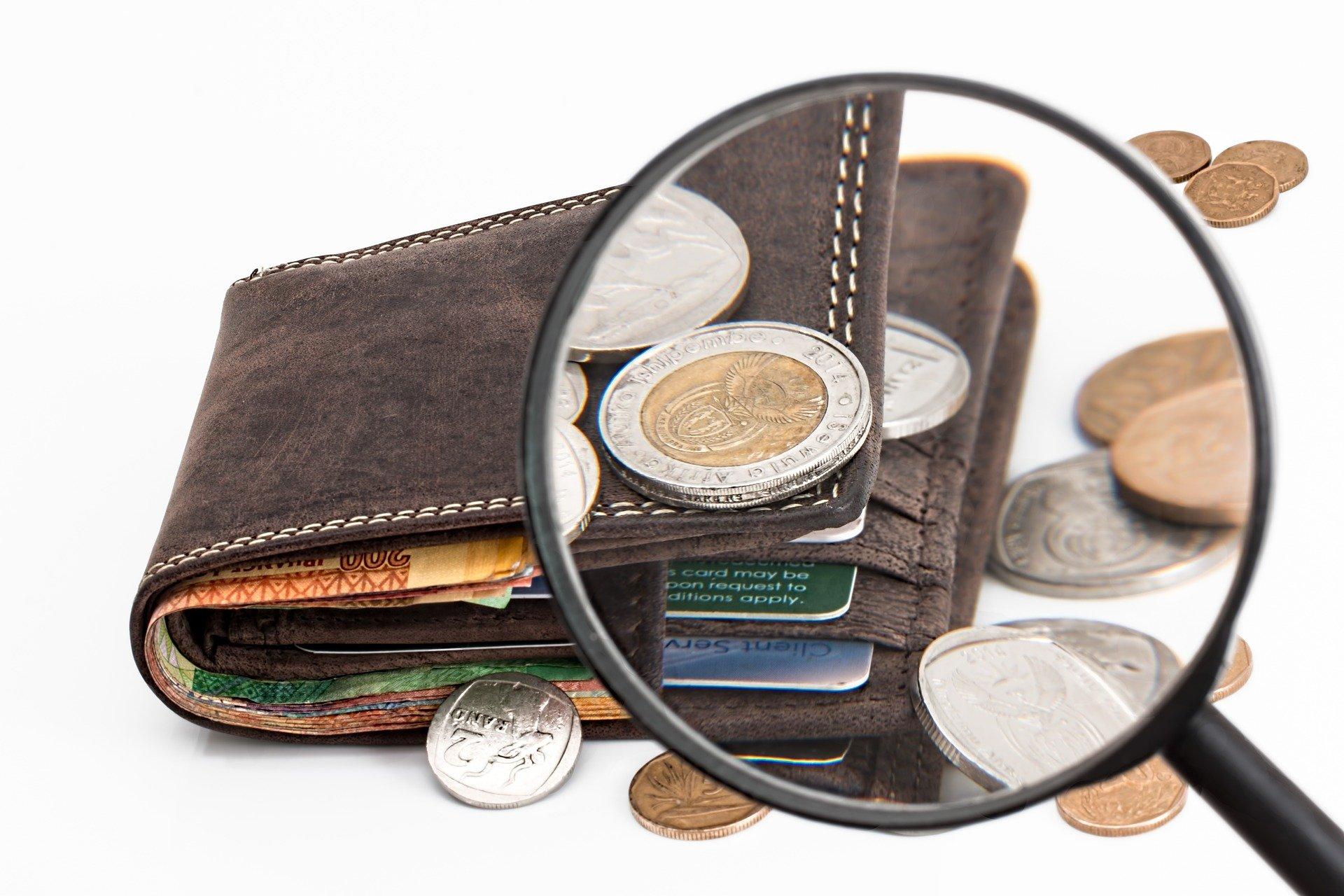 Neben den traditionellen Methoden wie Überweisungen und Kreditkarten, werden auch moderne Zahlungsmittel wie E-Wallets, Prepaid-Karten und auch Kryptowährungen immer beliebter.