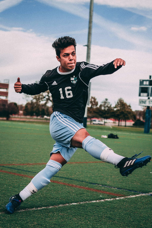 Trikotsätze, bestehend aus Trikot, Stutzen und Hosen, sind Pflicht für den Vereinssport
