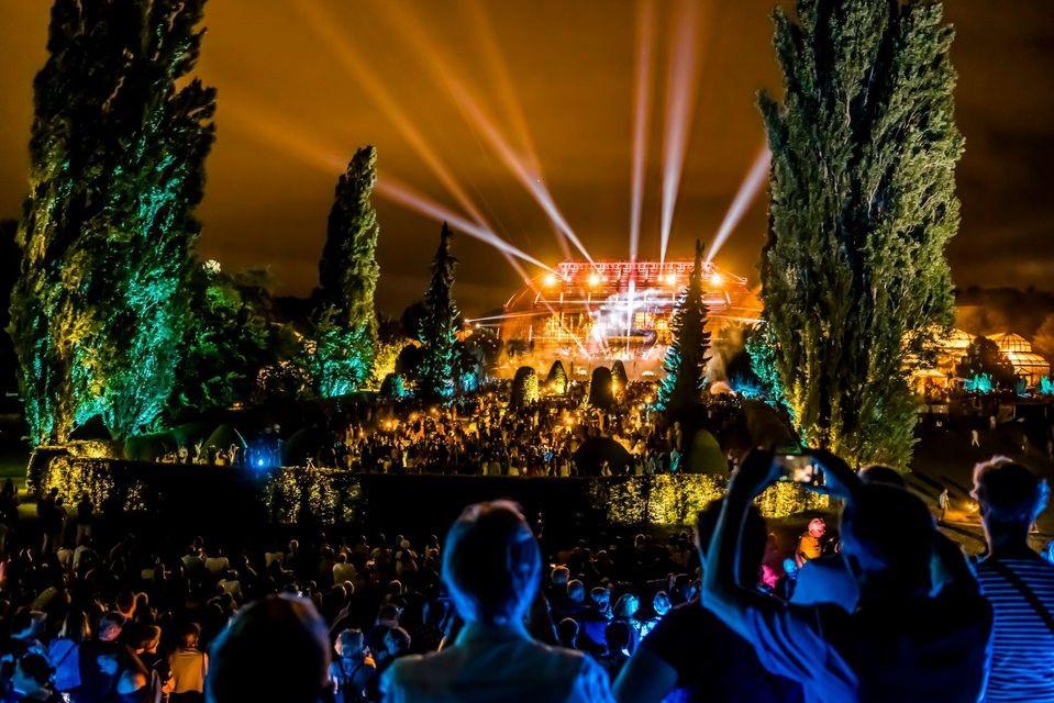 Botanischer Garten beleuchtet, Menschenmasse