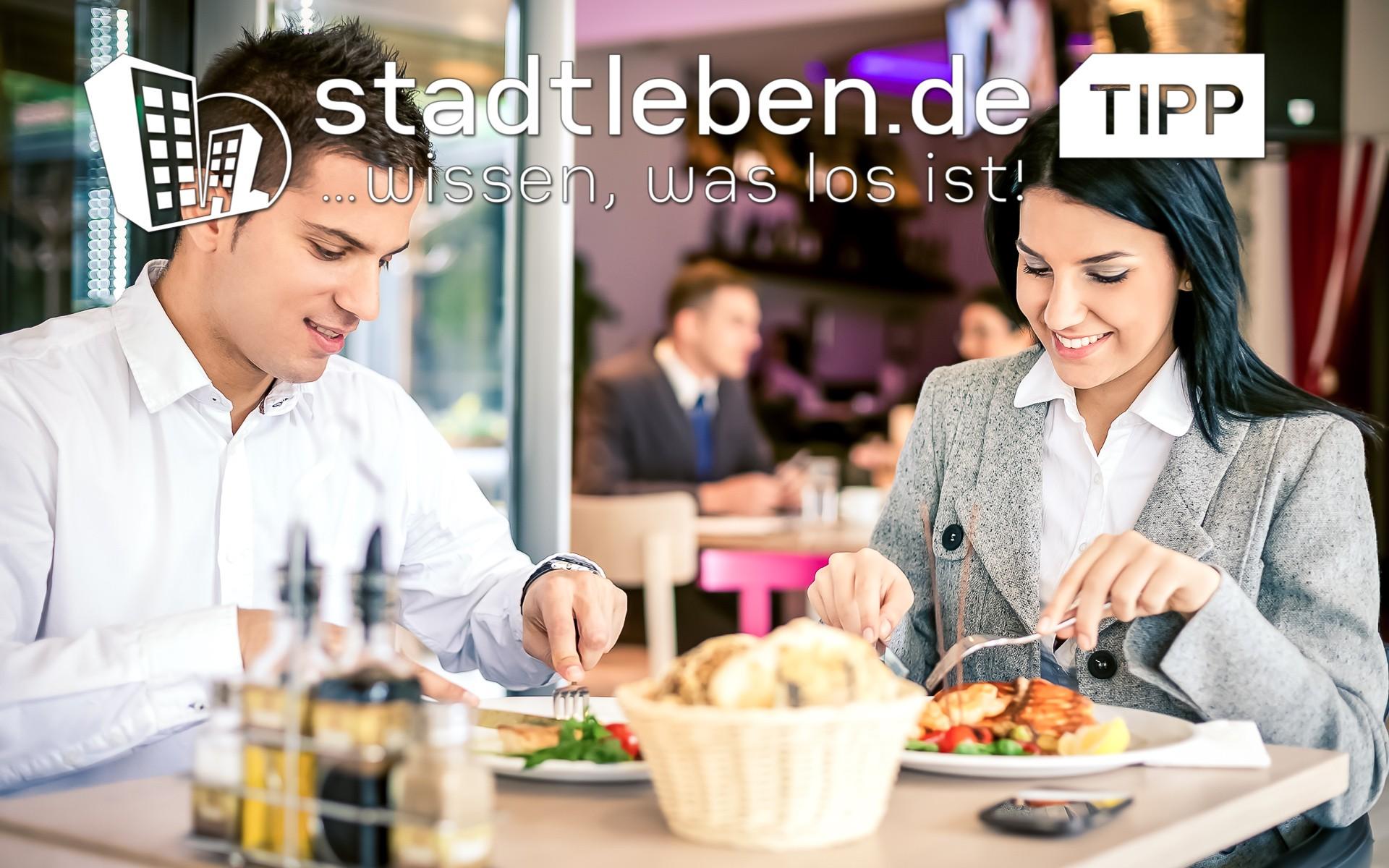 Business Lunch, Mittgastisch, Essen, Besteck, Restaurant, Mann, Frau, gemütlich, Paar, Getränke, Teller, Speißen